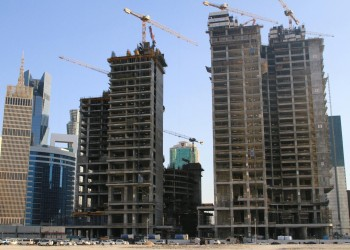 قرار تملك غير القطريين للعقارات ينعش البورصة