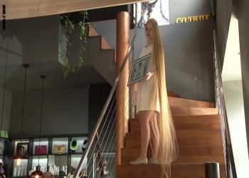 أوكرانية تحقق رقما قياسيا بطول شعرها متطلعة لموسوعة غينيس