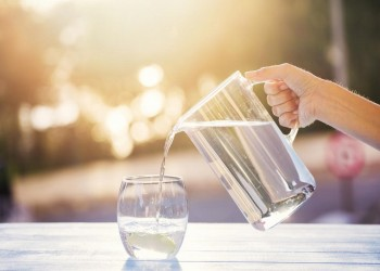 تعرف على فوائد شرب الماء الدافئ على الريق