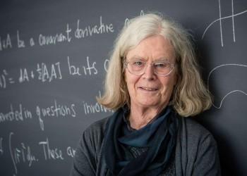 فوز أول امرأة أمريكية بجائزة أبيل للرياضيات