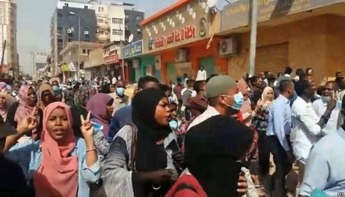 وفاة مسنة سودانية بسبب الغاز المسيل للدموع في الخرطوم