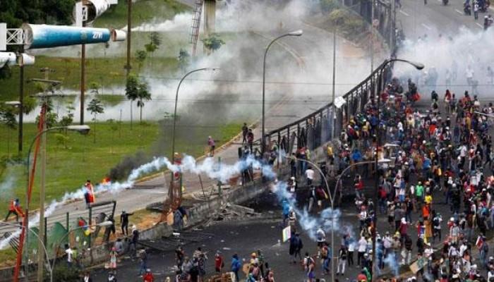 مباراة بالدوري الفنزويلي تتحول لمظاهرة منددة بأزمات البلاد