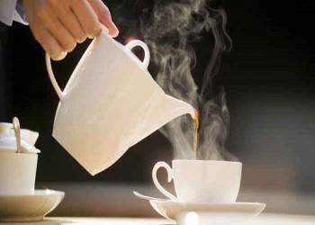 الشاي الساخن جدا يضاعف خطر الإصابة بهذا السرطان