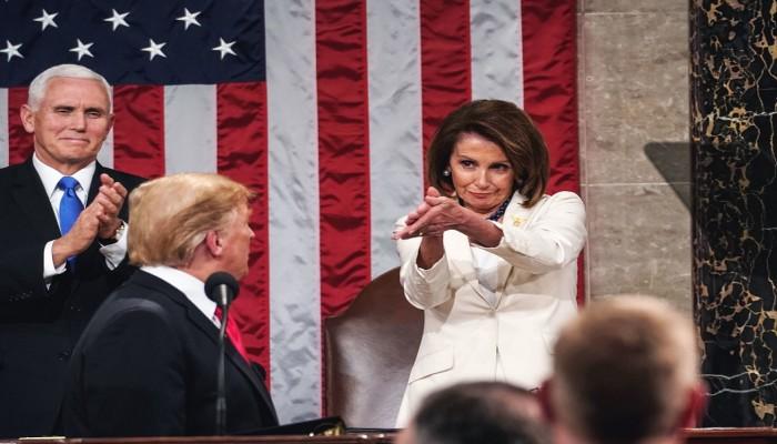 بيلوسي تطالب بعرض تقرير مولر كاملا على النواب الأمريكي