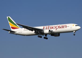 رئيس الخطوط الإثيوبية يهاجم بوينغ ويبرئ طياريه