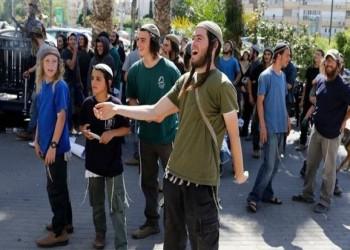 مستوطنون يعتدون على سيدة فلسطينية ونجلها في الخليل