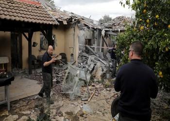 أول لقطات لموقع سقوط صاروخ من غزة وسط إسرائيل