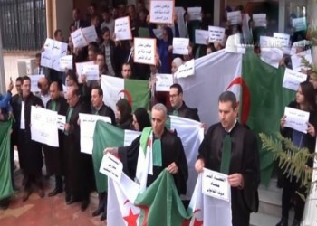 الأعلى للقضاء الجزائري ينفي عزل قضاة شاركوا بالحراك الشعبي