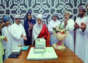 استقبال حافل لكاتبة عمانية بالسلطنة بعد فوزها بجائزة عالمية