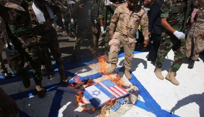 ميليشيات عراقية موالية لإيران تحرق أعلام أمريكا وصور ترامب