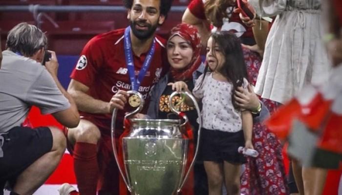 موقع إنجليزي: زوجة اللاعب محمد صلاح سبب في نجاحه