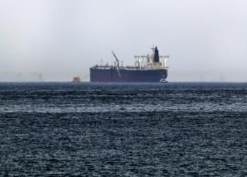 تفجيرات تستهدف ناقلتي نفط في بحر عمان