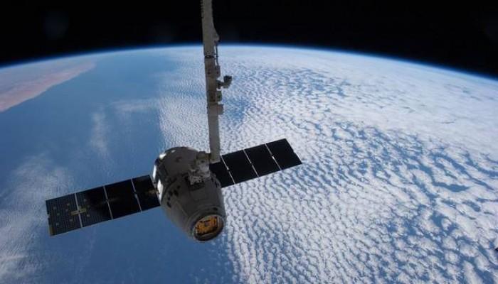 قاعدة فضائية فرنسية تستعد لإطلاق قمر استخباراتي إماراتي