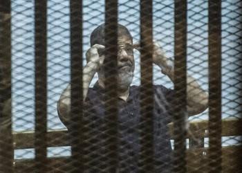 """مسؤولون مصريون هددوا """"مرسي"""" قبل وفاته بأيام.. فهل قتلوه؟"""