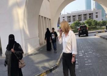 تسيبي ليفني تتجول في شوارع المنامة (صورة)