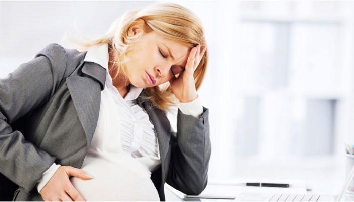 دراسة: الصداع النصفي مرتبط بمضاعفات خطيرة للأم وجنينها