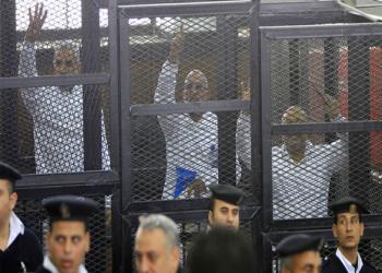 """إخوان مصر تحذر من """"كارثه كبرى"""" بحق المعتقلين السياسيين"""