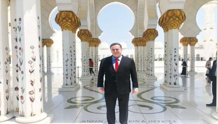 التطبيع الضاحك في مسجد الشيخ زايد