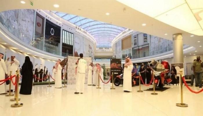 منع مؤثرة سعودية من دخول مول بالرياض بسبب غياب العباءة