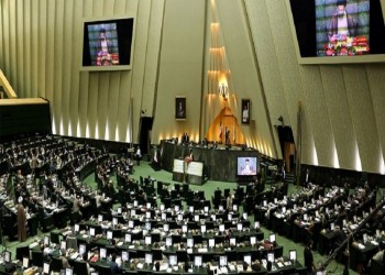 إيران تدرس فرض رسوم على السفن العابرة لمضيق هرمز