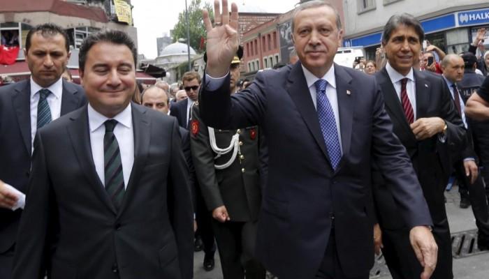 تركيا.. استقالة أحد مؤسسي حزب أردوغان