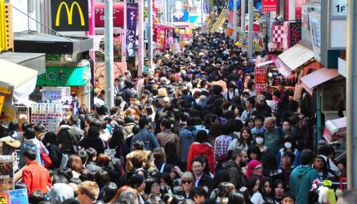 عدد سكان اليابان يتراجع للسنة العاشرة على التوالي