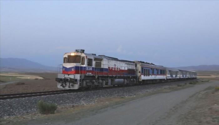 نجاح أول رحلة تجريبية لقطار طهران - أنقرة