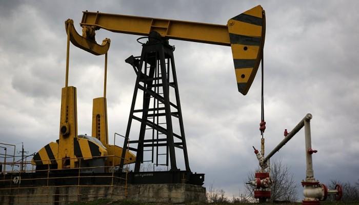 ارتفاع أسعار النفط بفعل عاصفة استوائية وتوترات جيوسياسية