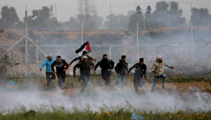 إصابة 55 فلسطينيا بقمع الاحتلال لمسيرات غزة