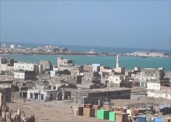 عسكري يمني ينفي تسليم المخا والخوخة لقوات سعودية