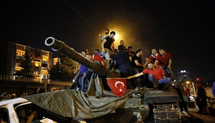 الأتراك يحييون الذكرى السنوية لإحباط انقلاب 2016