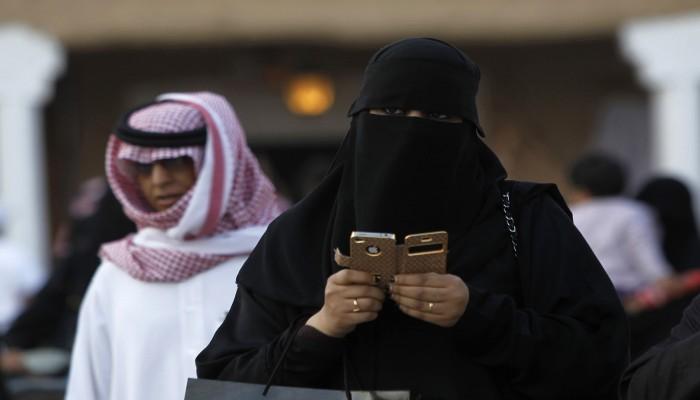 كاتب سعودي: تعديل قوانين ولاية المرأة قريبا