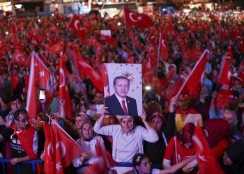 فيديو لتركية تتحدى الموت ليلة محاولة الانقلاب الفاشلة