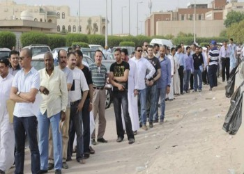 الكويت تنفي استقدام 5 آلاف عامل مصري شهريا