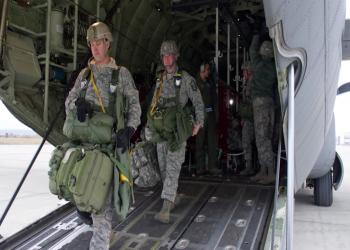 سعوديون يستقبلون القوات الأمريكية بالترحيب والاستنكار
