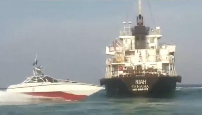 بنما تسحب علمها من ناقلة احتجزتها إيران قبل أيام