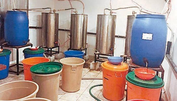 الأمن الكويتي يداهم 150 وكرا لإنتاج الخمور خلال 18 شهرا
