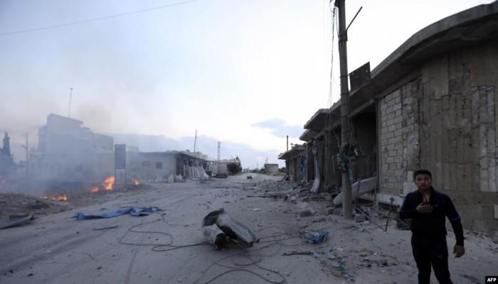 غارات جوية تقتل 18 سوريا بينهم 7 أطفال في إدلب