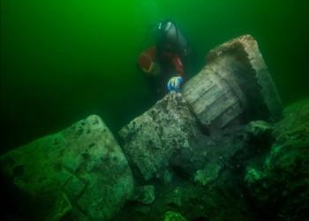 مصر تعلن اكتشاف بقايا مدينة قديمة بمياه الإسكندرية