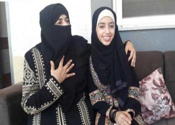 أم غزاوية تلتحق بالمدرسة لتشجيع ابنتها فتتفوق عليها