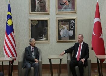 أردوغان يستقبل مهاتير في مطار أنقرة