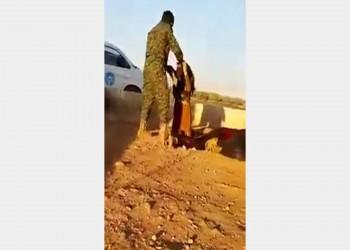 جندي كردي يعتدي على امرأة وينزع حجابها بمنبج السورية