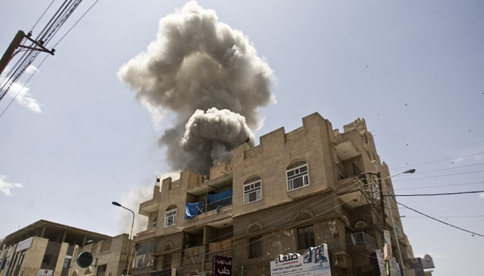 التحالف والحوثي يتبادلون اتهامات بقصف سوق صعدة