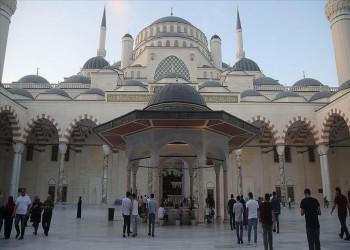 إقامة أول صلاة عيد أضحى في مسجد تشاملجا الأكبر بتركيا