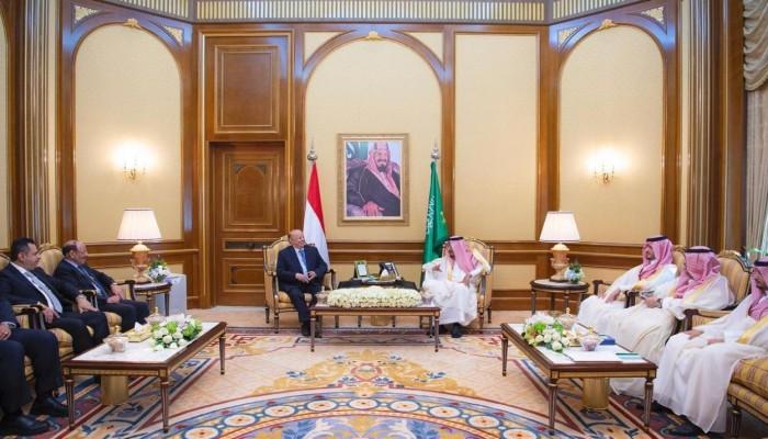 العاهل السعودي يلتقي الرئيس اليمني لبحث مستجدات عدن