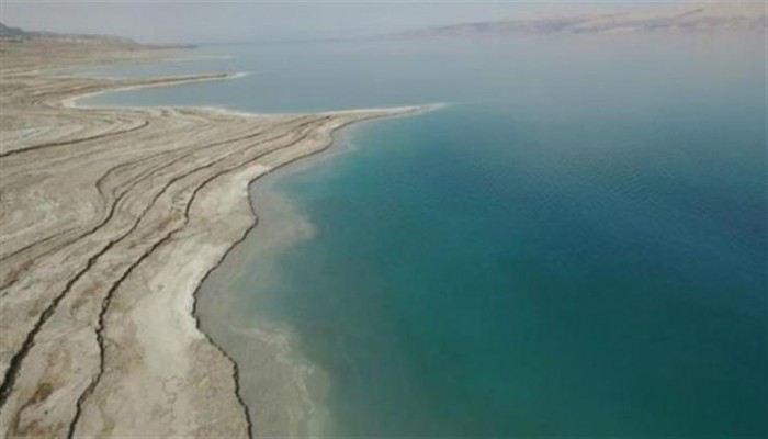 خبراء يحذرون من اختفاء البحر الميت