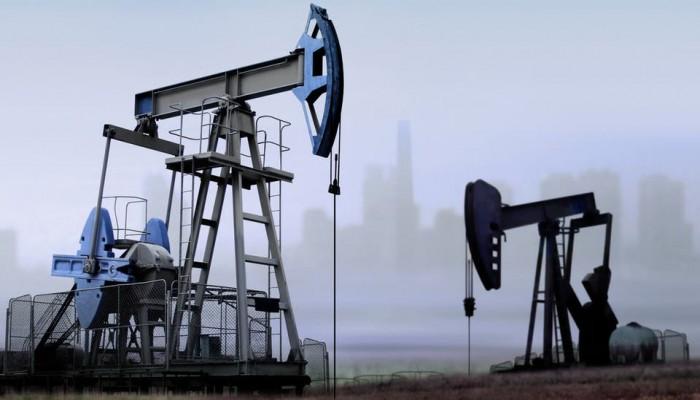 النفط يهبط 3% بفعل بيانات اقتصادية عالمية ضعيفة