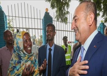 جاويش أوغلو يجري جولة بشوارع السودان
