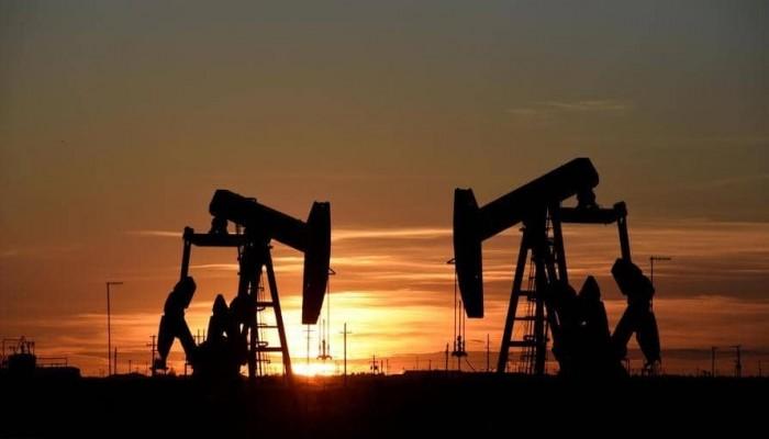 النفط يرتفع وسط توقعات متشائمة لأوبك