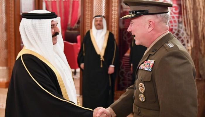 قائد القيادة المركزية الأمريكية يزور البحرين ويلتقي ملكها